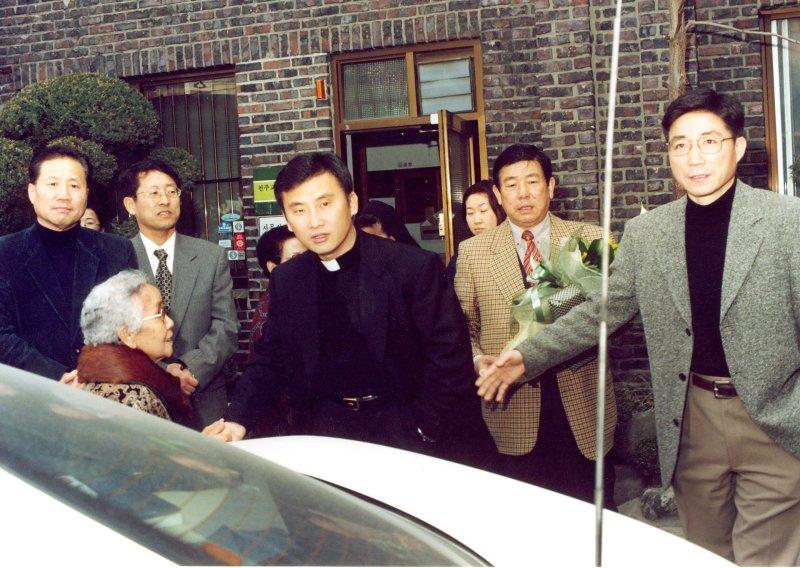 99-김홍진신부이임990306.jpg